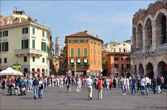 Verona : Piazza Br (Pantchoa) Tags: italy tower nikon italia torre tour arena verona piazza anfiteatro rawfile lamberti d90 arnes vrone amphithatre br bellitalia viaanfiteatro nikonpassion nikonflickraward capturenx2 1685mmf3556 ringexcellence viewnx2