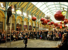 Street Performer in Covent Garden Market,London (raghavvidya) Tags: street uk england london garden photography market covent performer britian 2011 raghavvidya