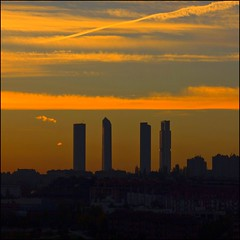 Happy December from Madrid - Feliz Diciembre (Pilar Azaa Taln ) Tags: madrid espaa sunrise canon dawn spain europe alba amanecer salidadelsol torredecristal torreespacio torresacyrvalleherm