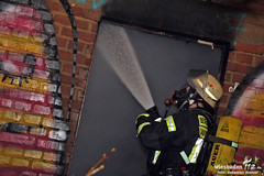 Feuer Abrissgebäude Bahnhof Kastel 04.12.11 (Wiesbaden112.de) Tags: wiesbaden bahnhof brand feuer dach feuerwehr gebäude dachstuhl flammen wasserversorgung kastel abrissgebäude