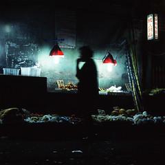 夜市 (richardhwc) Tags: guangzhou china 120 6x6 film mediumformat fujifilm fujichrome provia100f pentaconsix rdpiii carlzeissjena biometar 120mmf28