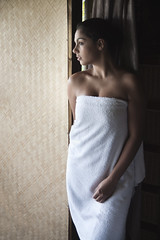 elizabeth in the nat light (Anthony Byron - BuDWiZeR) Tags: portrait beauty sony naturallight impliednude a700