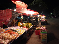 Fruit Night Market (Toey Osit) Tags: night river thailand lumix market thani surat tapi suratthani gf3     tapee