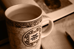 Tea break (DameBoudicca) Tags: cup tasse pen writing buch book open tea drinking libro mug bok block pluma te tee livre penna notepad t stift tazza taccuino th  cuaderno t notizbuch stylo cahier mugg