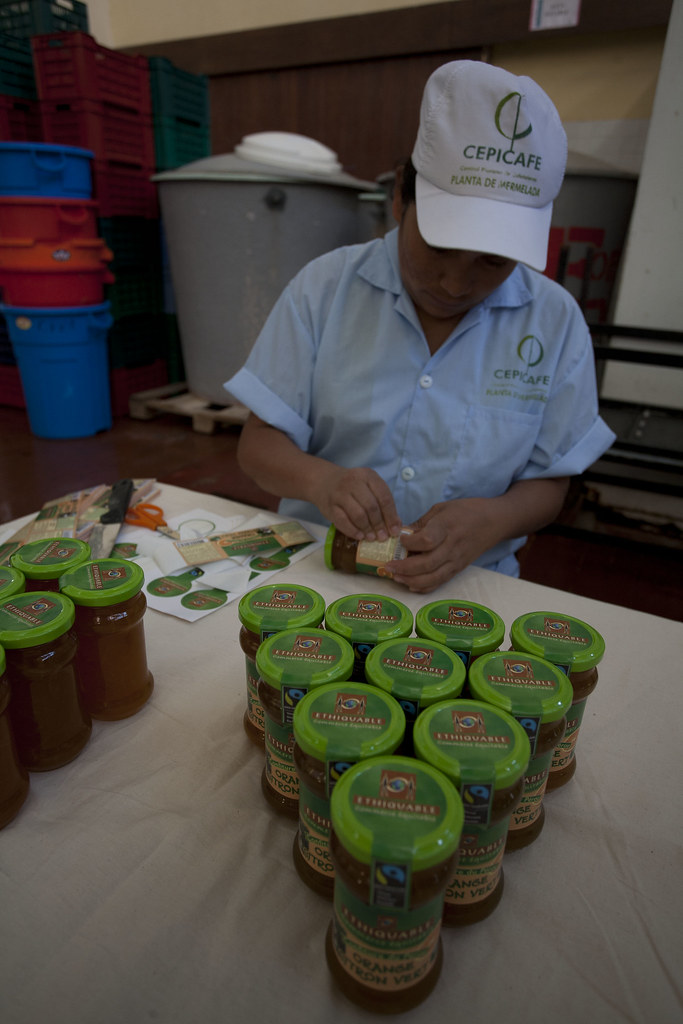 Fabrique confiture CEPICAFE - Etiquettage des pots