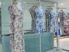 DSCN5126 (Panama Colon Free Zone) Tags: clothing jeans dresses skirts blouses womenclothing menclothing