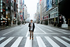 (Kerb 汪) Tags: japan tokyo december marc 日本 nippon 東京 銀座 analogue persons kerb 2011 konicac35ef 201112 efinitiuxisuper200 konicac35effilm030 數碼4764 47640014 kerbwang tokyo2011day2