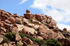 Een balancerende rots van graniet Tafraoute, Marokko 2011 (wally nelemans) Tags: rock morocco maroc marokko tafraoute balancingrock rots tors balancerenderots