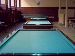 A l'Acadmie De Billard De Lyon (Fabrice Drevon) Tags: 3 mamiya film zeiss french table diy kodak perspective damien atmosphere jena processing academy billiard portra 800 ambience mohamed internal 1000s 80mm caron simma biometar m645 fabricedrevon