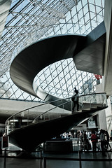 structures three (ninsey) Tags: paris louvre pyramide wendeltreppe corkscrewstairs