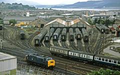37183 Inverness (delticfan) Tags: scotland bg inverness class37 37183 sleepingcars carriagesidings mk1coach
