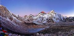 Sunset over Everest range (Florent Chevalier) Tags: voyage trip travel nepal mountain canon landscape geotagged asia asie himalaya paysage khumbu himalayas himalaia  summits  himalaja sommets   solokhumbu    himalaje    himalja    himalaji himlaj