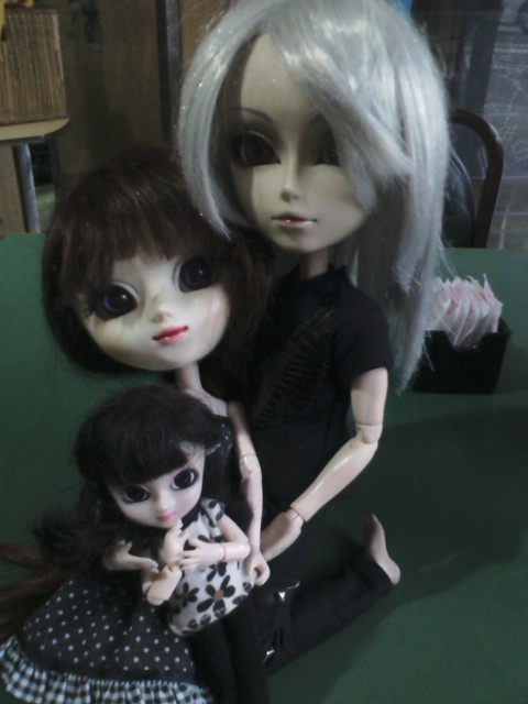 Damon, Alessa y Arissa (taeyang lunatic Rabbit, custom AG y little pullip Fanatica)