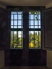 Carmen del Aljibe del Rey (Micheo) Tags: window ventana granada through albaicin rejas barrotes aljibe