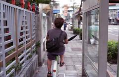 Dangerous rider on the sidewalk (Edward M-Y Lin) Tags: film contaxg2 xtra400 planart45mmf2