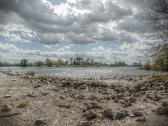Am Rhein - At the rhine (Ke Bra) Tags: cloud water clouds germany flow deutschland sand wasser wolken stormy steine nrw fluss duisburg rhine rhein strom nordrheinwestfalen niederrhein rheinhausen kies friemersheim