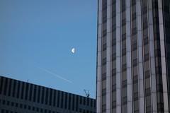 Paris - Rue de Bercy (Aelo de la Krotsche) Tags: moon paris lune mond luna bluehour garedelyon blauestunde heurebleue ruedebercy horaazul