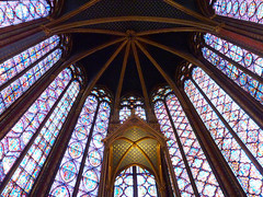 Stained glass panels point to the top of the apse - Sainte-Chapelle, Paris (Monceau) Tags: windows paris stainedglass ceiling altar ribs vaulted canopy saintechapelle apse