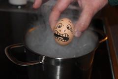 eieiei 01 (Shaid    Khan) Tags: cooking face canon photo scary gesicht faces head fear egg pic pot eggs topf afraid digitalphoto angst ei oeuf kochen kopf kochtopf eier kpfe gesichter 600d anxieux lapeur fairecuire