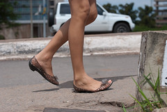 6363tw (Chico Ser Tao) Tags: street woman walking women legs feminism pernas rua voyer genre sandlia feminismo voyerismo gnero