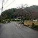 バス停「宮野温泉」→紅花舎 004 正面に、次の紅花舎の案内板が見えてきます。