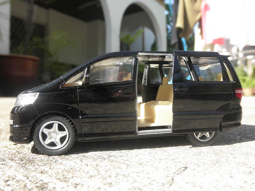 Toyota Alphard By Kinsmart With Sliding Doors!