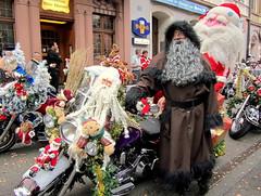 ....naaahh - wart ihr auch alle schön brav ??? (relibu) Tags: schweiz basel nikolaus motorrad schmutzli mustermesse santichlaus harlaydavison harlaychläus