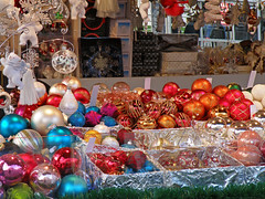 Stall in the Christmas market  at the place of the city hall in Vienna (Vestaligo - Vacation with Internet connection) Tags: vienna christmas geotagged austria colorful cityhall stall christmasmarket christmastreedecorations bricbrac