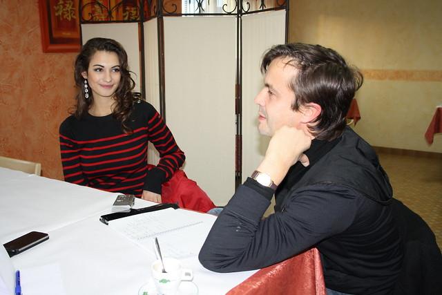 Mathilde répond à une interview dun journaliste de Ouest France