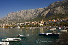 Makarska_riva (Voss-Nilsen) Tags: travel mountains nature boats europa europe natur croatia eastern fjell harbours kroatia balkan dalmatia landskap bter makarska geografi havner steuropa reiseliv kystbilder