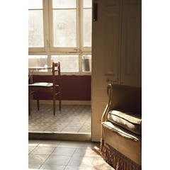 (Andreu Robust) Tags: barcelona door wood light house luz home casa puerta madera chair gallery pattern floor flat sweet room galeria sofa quite sof suelo tranquilo silln galera andreurobust