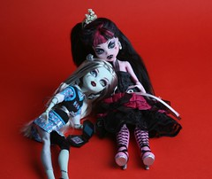Two sweet friends 4 (mynextdoll) Tags: dolls ooak collectible mattel vynil fashiondolls frankiestein monsterhigh draculaura silviacatcreations