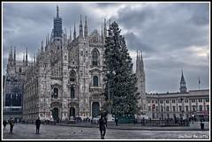 Le feste sono finite.........The holidays are finished...... (Jean-Pierre54) Tags: milano luci duomo feste viasilviopellico mygearandme