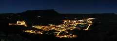 Jaca at night (Panorámica) (Petaqui) Tags: noche valle luna panoramica tres tomas monte peña jaca llena oroel