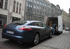 Porsche Panamera (MauriceVanGestel Photography) Tags: auto blue cars car azul blauw lets centre centro baltic latvia german coche porsche states autos standard zentrum centrum let coches riga standaard staten bestelbus lv latvian germancar deutsch chique balticstates darkblue straatbeeld lettland duits letten alemn rga latvija  letonia  donkerblauw panamera letland vecriga rigalatvia latvijas   baltische baltischestaten porschepanamera duitseauto rigalv rgalatvija vierdeurs rigaletland foordoor bluepanamera vecrigariga vierdeursporsche foordoorporsche straatbeeldriga  centrumriga centreriga centroriga standaardpanamera panamerastandaard panamerastandard blauwepanamera blueporschepanamera zentrumriga grandeporsche