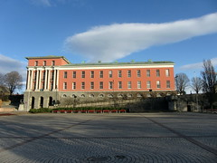 Town Hall, Haugesund (flips99) Tags: pink blue trees sky cloud norway architecture cityhall january rosa himmel publicbuilding townhall benches torg neoclassical marketsquare rogaland bl trr haugesund 2011 rdhus brostein canonpowershotsx220hs ginordicjan12
