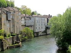 Gave d'Aspe, Oloron-Sainte-Marie (twiga_swala) Tags: marie river french landscape town sainte scenery maisons ste pyrenees gave pyrnes aspe torrential oloron perches pendues