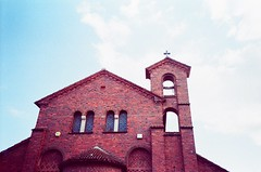 Church Afternoon (Cloni) Tags: lomo lca xpro kodak chrome elite 100 brickwork exb