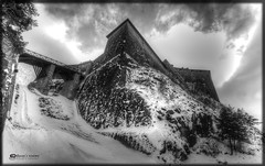 Forte di Exilles (Russo's visions) Tags: italy mountain snow clouds montagne torino italia nuvole military piemonte neve guerre biancoenero bastione forte medioevo fortino militari blackandwithe valdisusa exilles eserciti fortediexilles