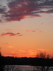 Comet Pan Starrs at Sunset (Lisa Zins) Tags: pink sunset red lake fire tn tennessee flame nightsky comet panstarrs cometpanstarrs lisazins