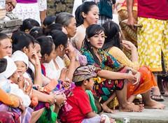 Women and children of Bali...!! (geolis06) Tags: bali asia olympus devotion asie hindu batur hindouisme indonsia 2015 hinduceremony indonsie prire baturtemple balineseoffering puraulundanubatur puraulundanubaturtemple balineseprayer olympusem5 olympusm75300mmf4867ii geolis06 prirebali prayerbali crmoniehindouiste devotionbalinese