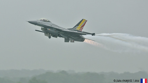 General Dynamics F-16A Block 20 MLU / Belgian Air Force - Solo Display