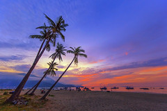 before the sunrise (t_nguyendn84) Tags: morning sky people sun seascape mountains beach nature clouds sunrise landscape boats fisherman vietnam busy fishmarket danang caconuts