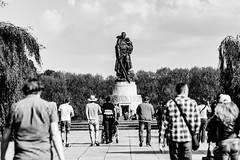 Sowjetisches Ehrenmal Treptower Park (DOKTOR WAUMIAU) Tags: blackandwhite berlin blackwhite nikon sigma lightroom blackandwhitephotography sowjetischesehrenmal ishootraw d7200 vscofilm