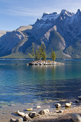 Little Island (Jerry Bowley) Tags: lake walk hike banff banffnationalpark parkscanada lakeminnewanka minnewanka