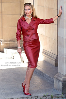 comtesse-monique_red leather skirt suit, seamed stockings, pointed heels  (2)