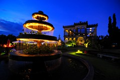 The Garden (Trim Reaper) Tags: fountain wow garden lights twilight nikon philippines tourist tokina bluehour uwa bacolodcity d90 negrosoccidental theruins 1116mm choosephilippines choosephils
