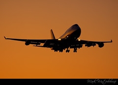 Dawn Arrival (Mark Winterbourne | No More Dead Pixels) Tags: morning summer orange sun london classic skyline glow superb heathrow awesome united horizon taken boeing airlines 747 breaks arriving glances 24381 0530am 27r 747422 n174ua a129cc