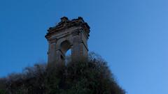 La porte perche sur la Calle de San Pedro de los picos (lionelofparis) Tags: door espaa gate segovia sanpedro lospicos
