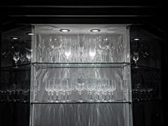 Jugando con la Cristalería... (ToniMolero07) Tags: españa home glass glasses casa carved andalucía spain glare crystal shelf halogen andalusia cristal copas málaga reflejos brillos estanteria mmp balda tallado vídrio halógeno yourcountry tonimolero ruizmolero antonioruizmolero